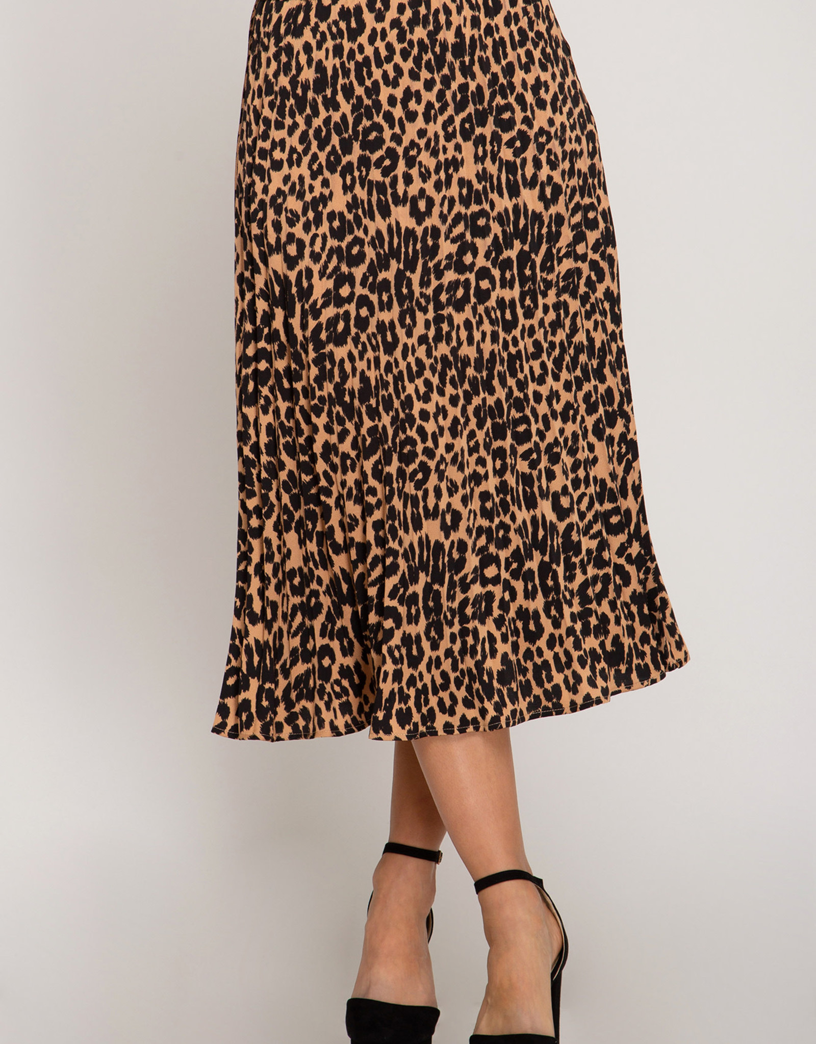 LeBLANC finds MIDI LEOPARD Skirt
