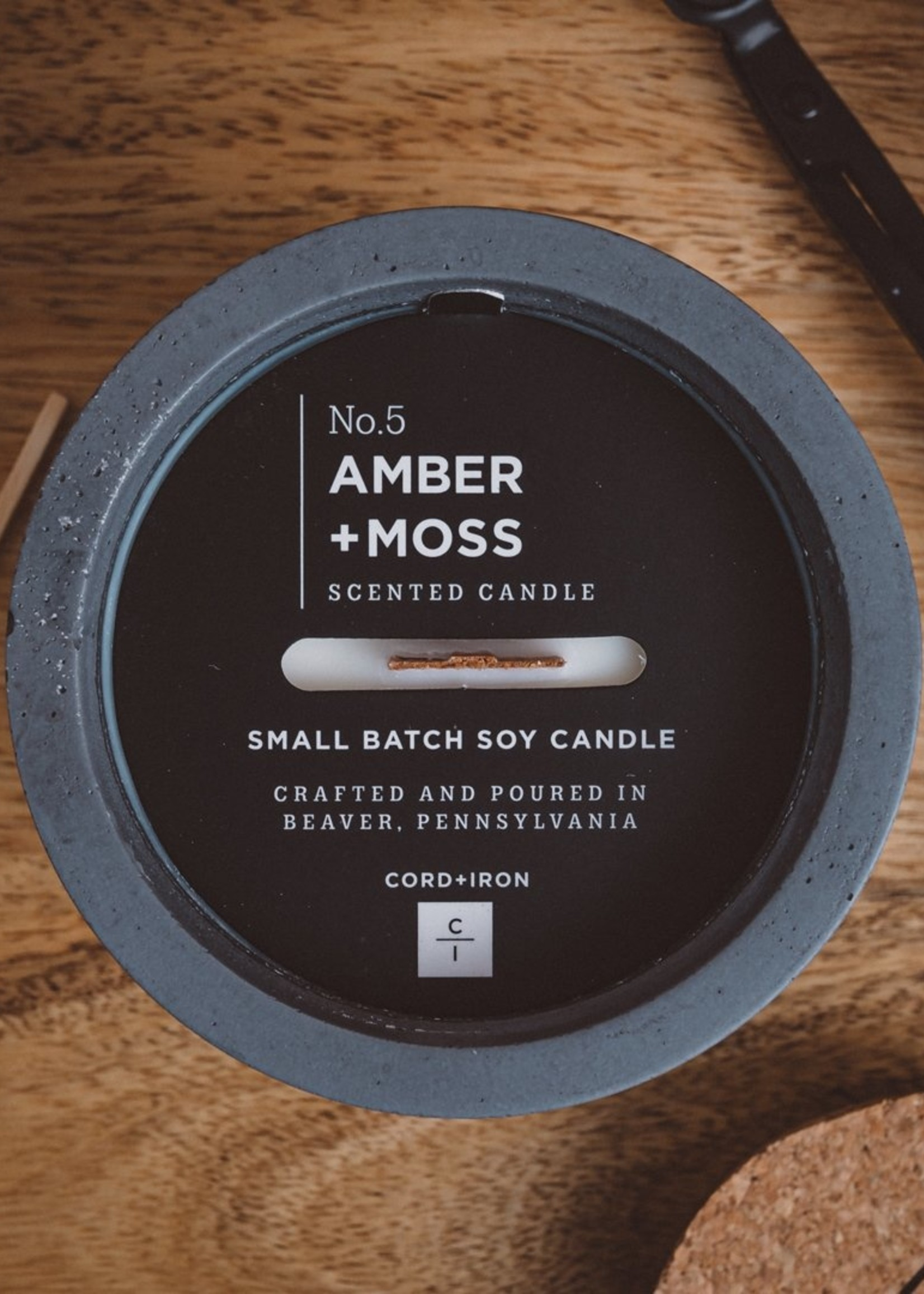 CORD +IRON AMBER+MOSS Scented Candle - Charcoal