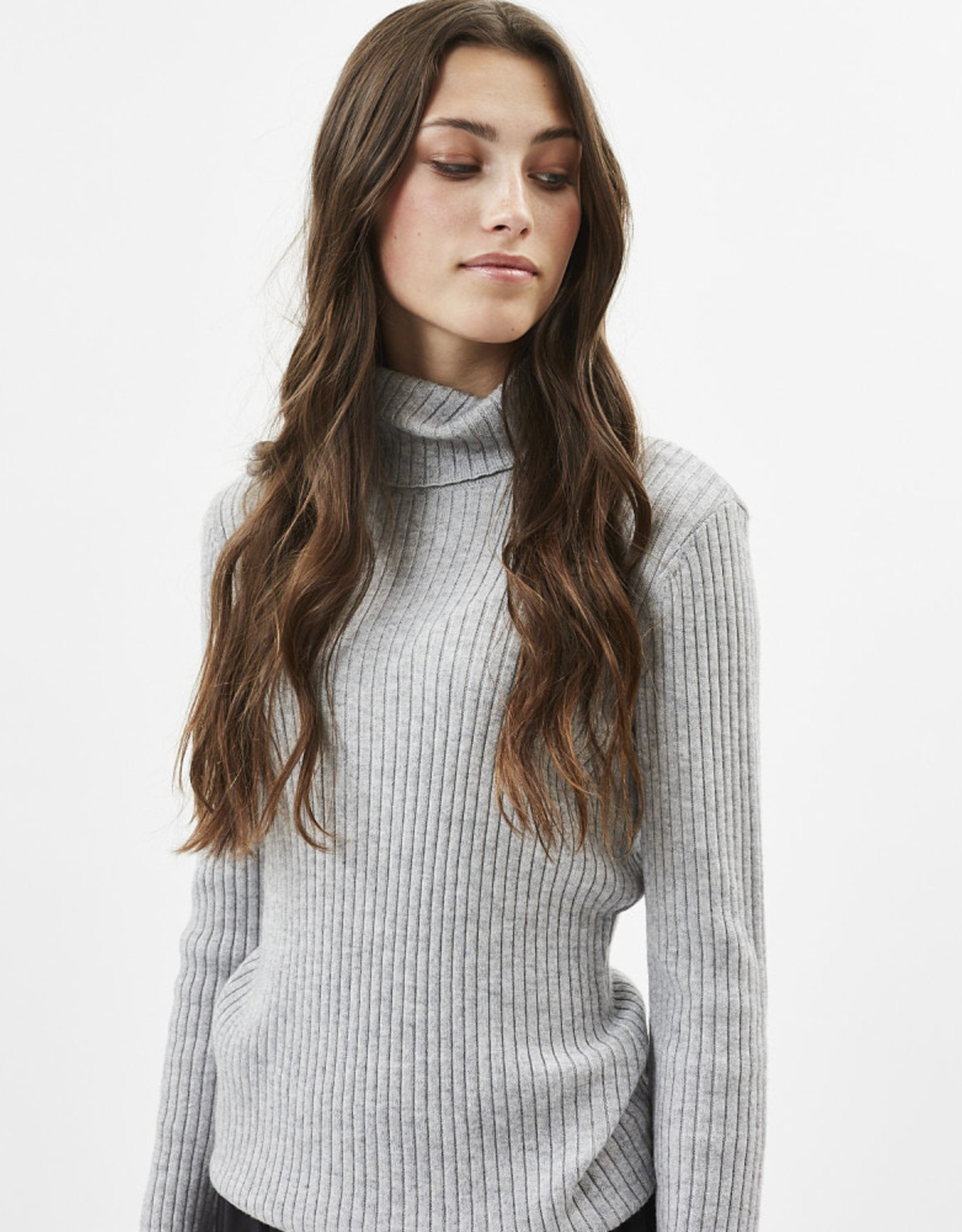MINIMUM Juliete Turtleneck