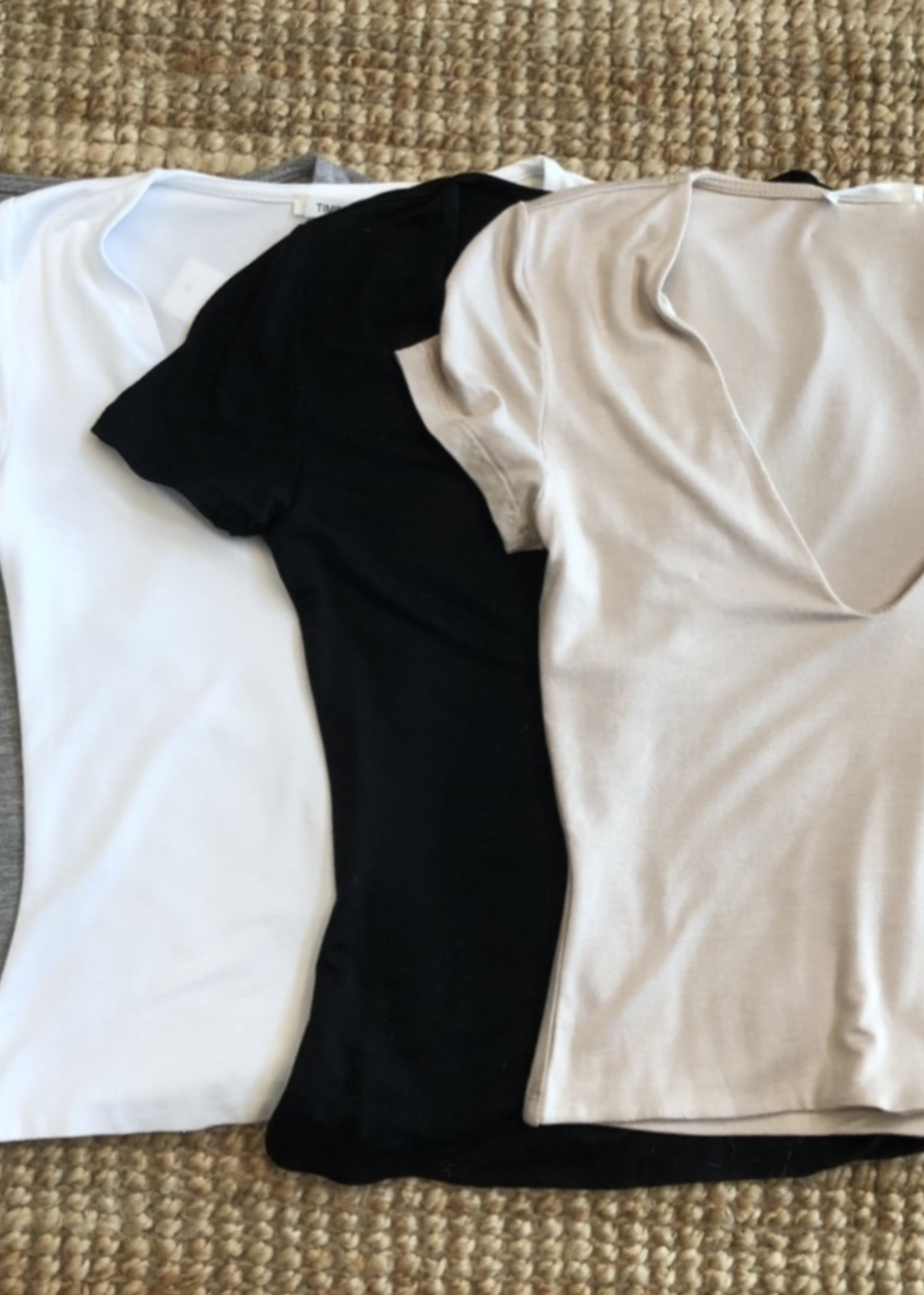 LeBLANC finds Cropped V-Neck Tee, more colours