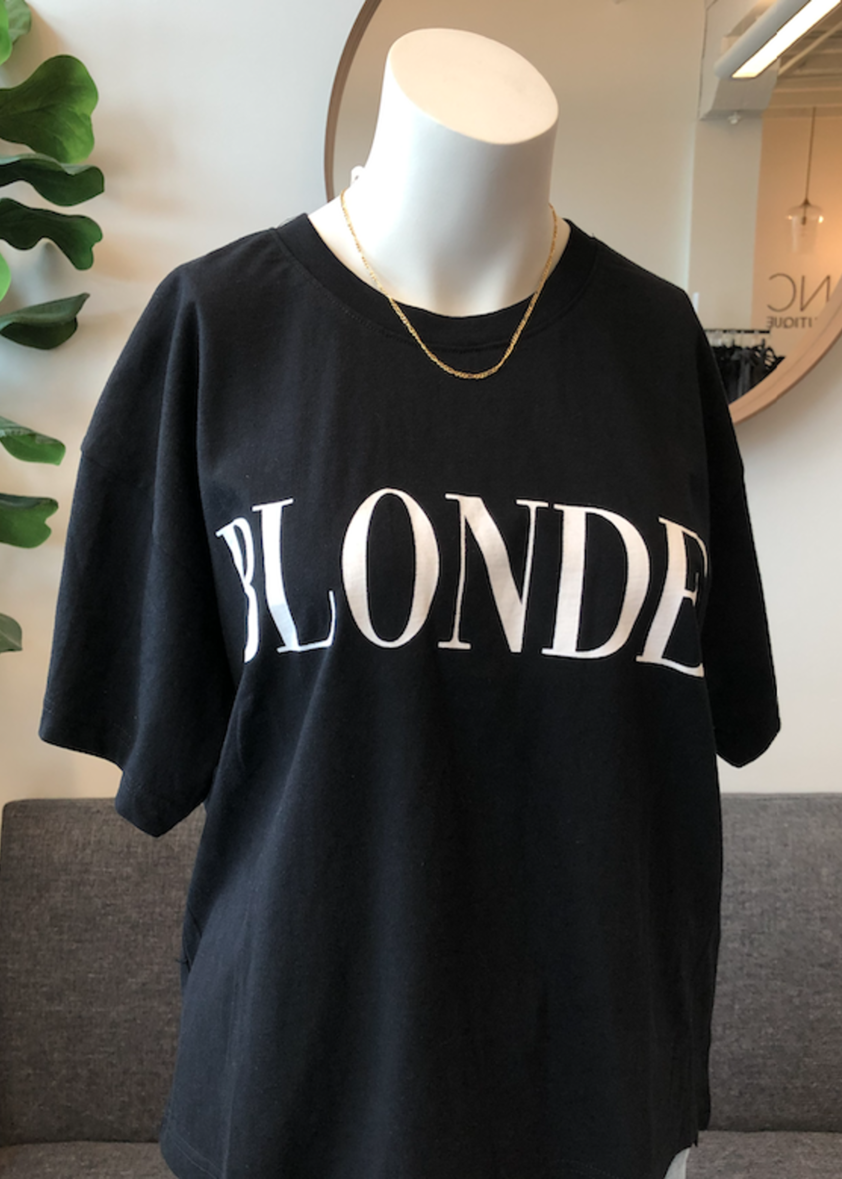 """BRUNETTE  the label The """"BLONDE"""" Serif Boxy Tee"""