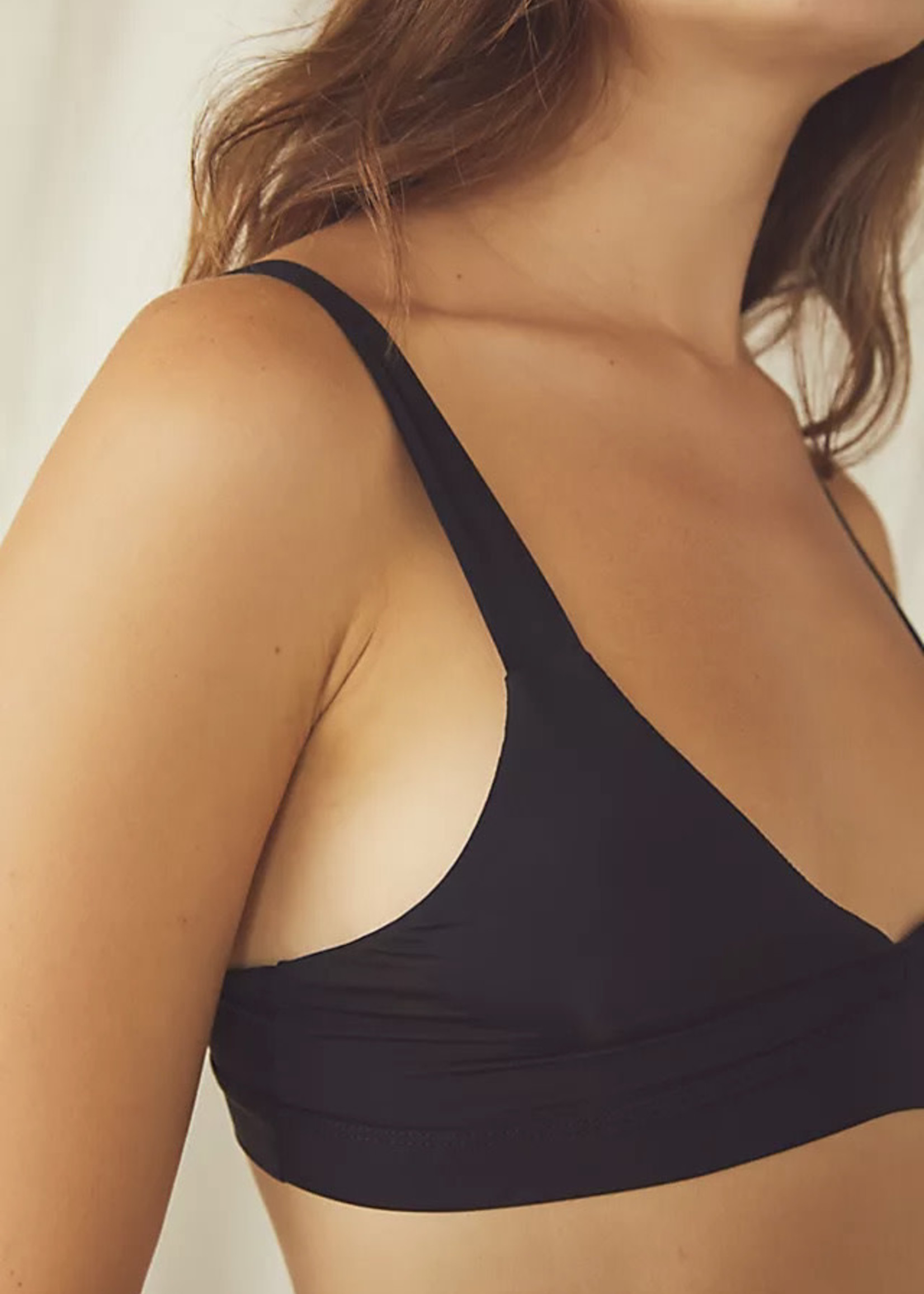 FREE PEOPLE LIVE IN THIS BRA
