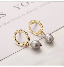 17KM Official Store PACEY Gold Textured Round with Gray Pearl Dangle Earring