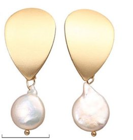 17KM Official Store Page Gold Petal with White Round Pearl Dangle Earring