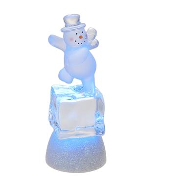 Bonhomme de neige sur cube de glace illuminé