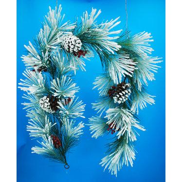 Guirlande de pin enneigée cocottes et baies