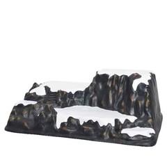 Montagne plastique noir enneigée