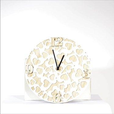 horloge motif coeur bois et blanc