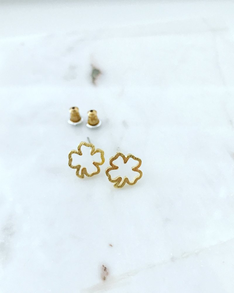 Must Have Must Have Cutout Clover Earrings