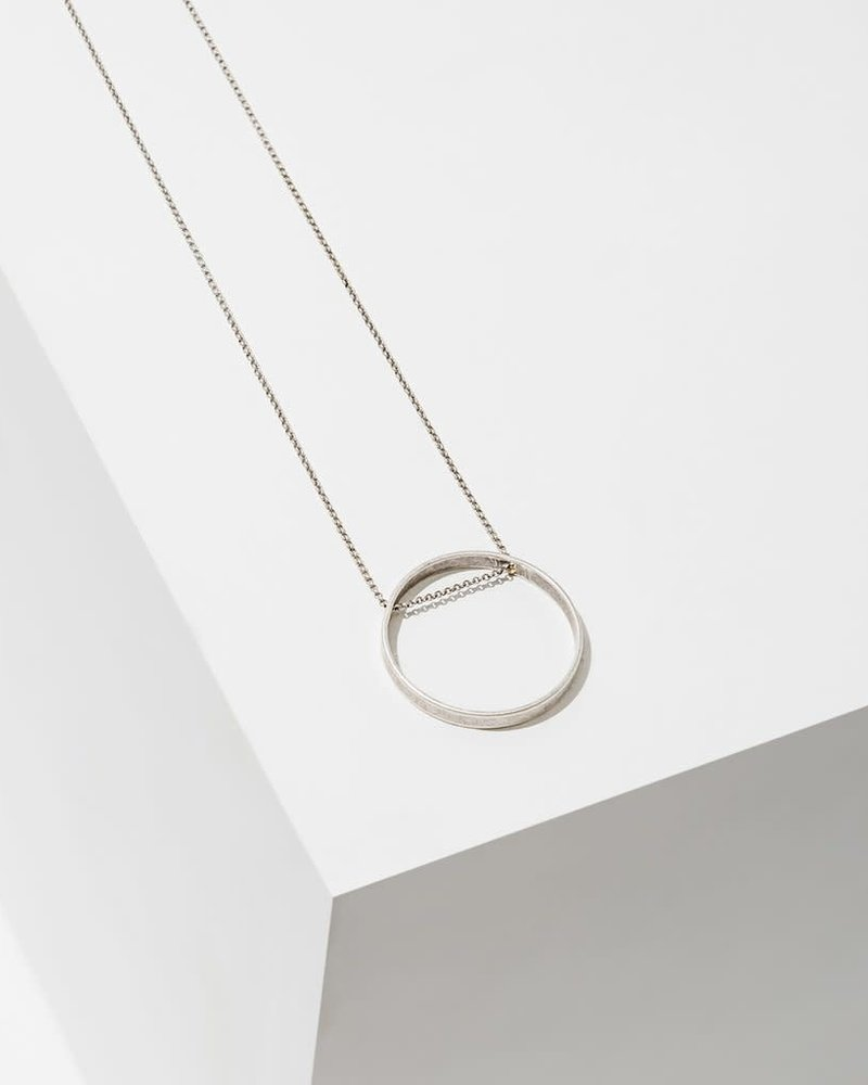 Larissa Loden Larissa Loden Large Silver 'Horizon' Circle Necklace