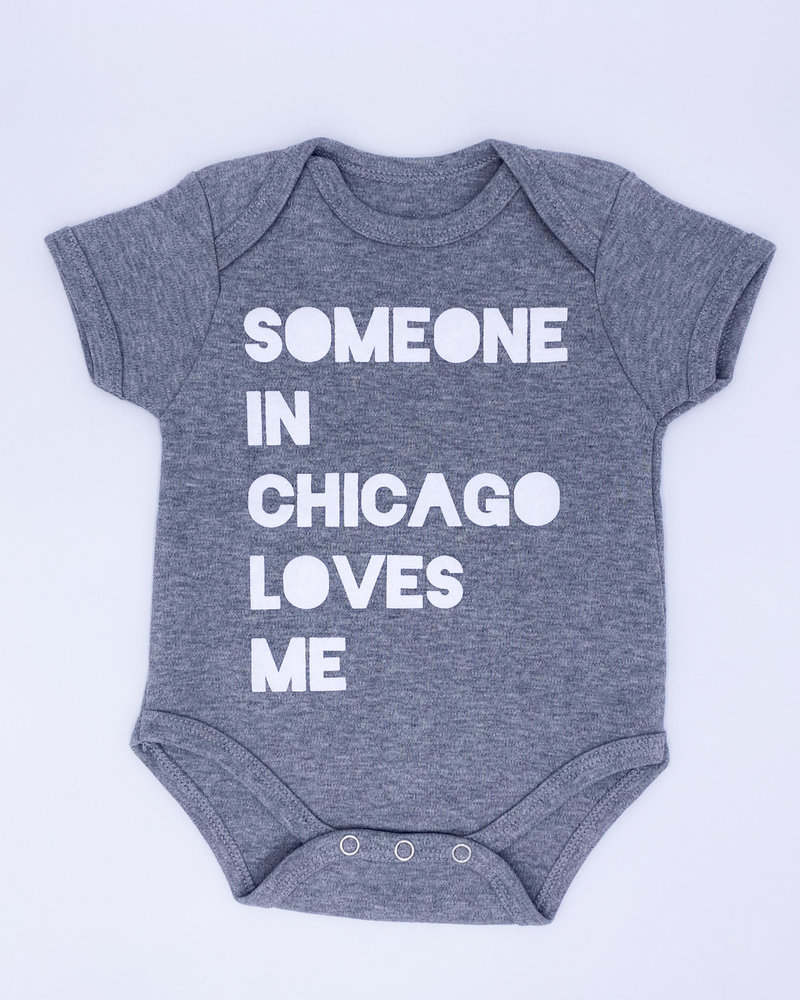 Emerson & Friends Emerson & Friends Short Sleeve Grey 'Someone In Chicago' Onesie