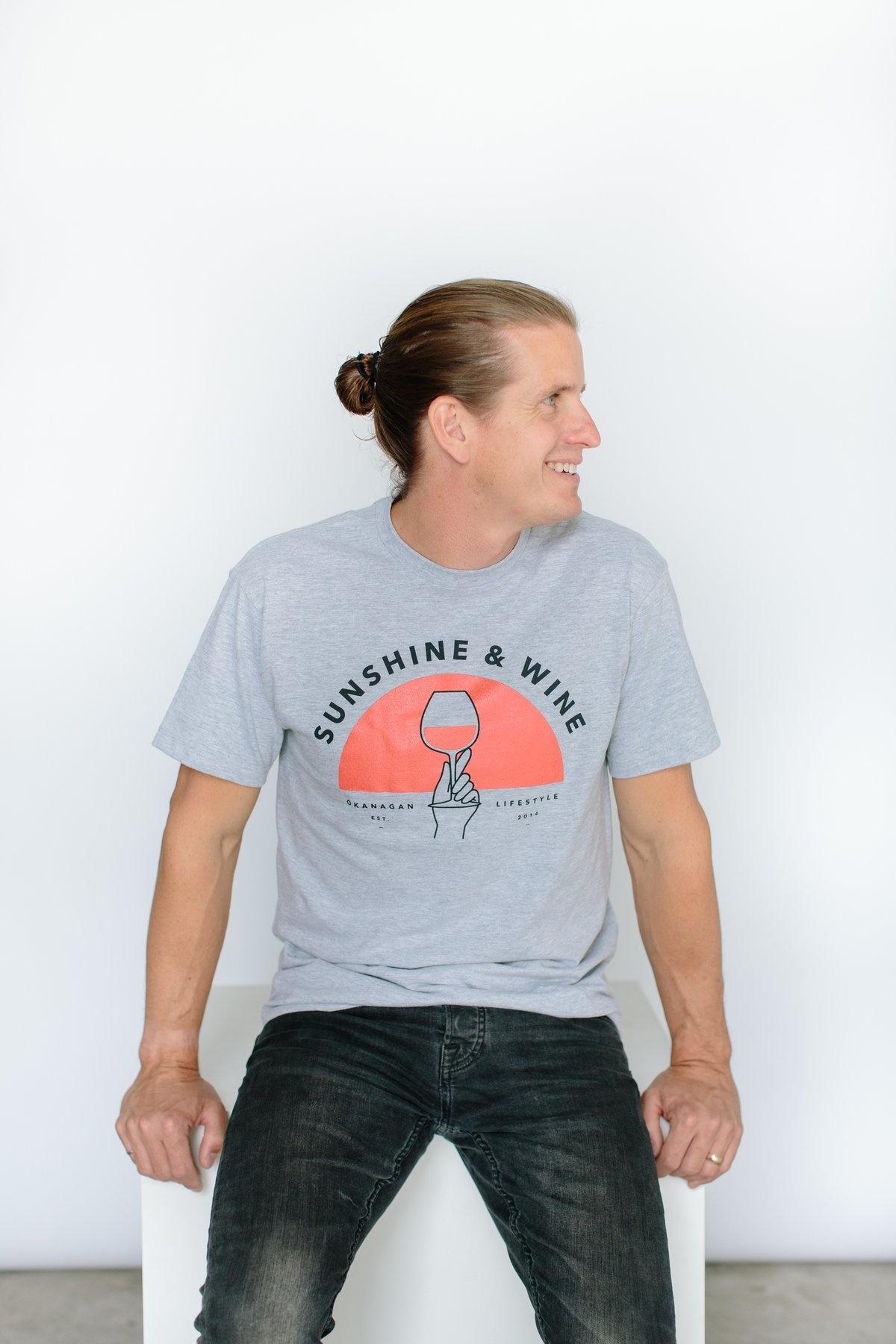 SUNSHINE AND WINE VINTAGE TEE-3