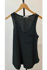 Le Lis Black & Ivory Sleeveless Front Pocket Point Knit Top