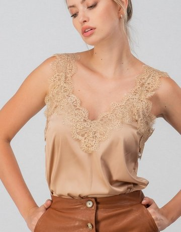 SHAKE YOUR BON BON Silky Smooth Lace Cami Nude