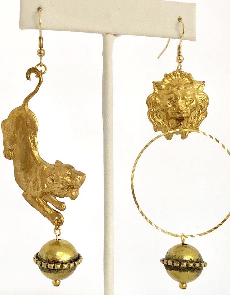 Twiga Lions Play  Asymmetrical Dangles