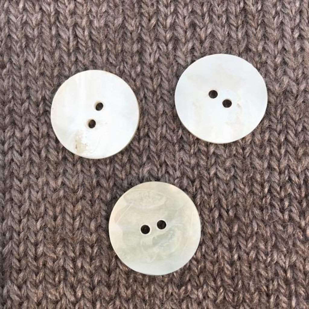 """Art of Yarn *Buttons - MOP, Round,  3/4"""", 2cm"""