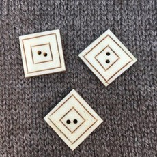 """Art of Yarn *Buttons - Bone, Square Engraved, 7/8"""", 1/75cm"""