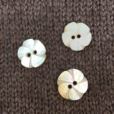 Art of Yarn *Buttons - MOP, Flower Shaped 5/8, 1.5cm