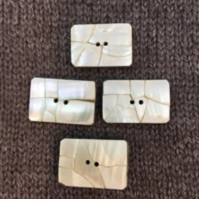 "Art of Yarn *Buttons - Shell, Square on bone, 1"", 2.5cm long"