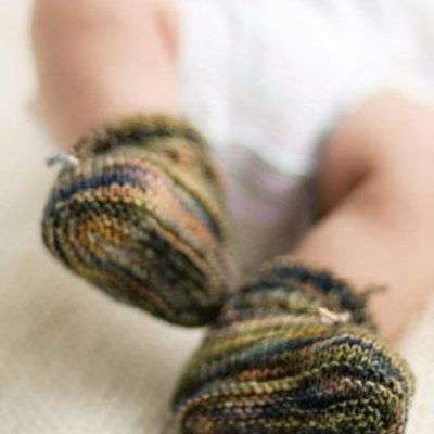 Churchmouse Yarns & Teas Churchmouse - Stay On Baby Booties