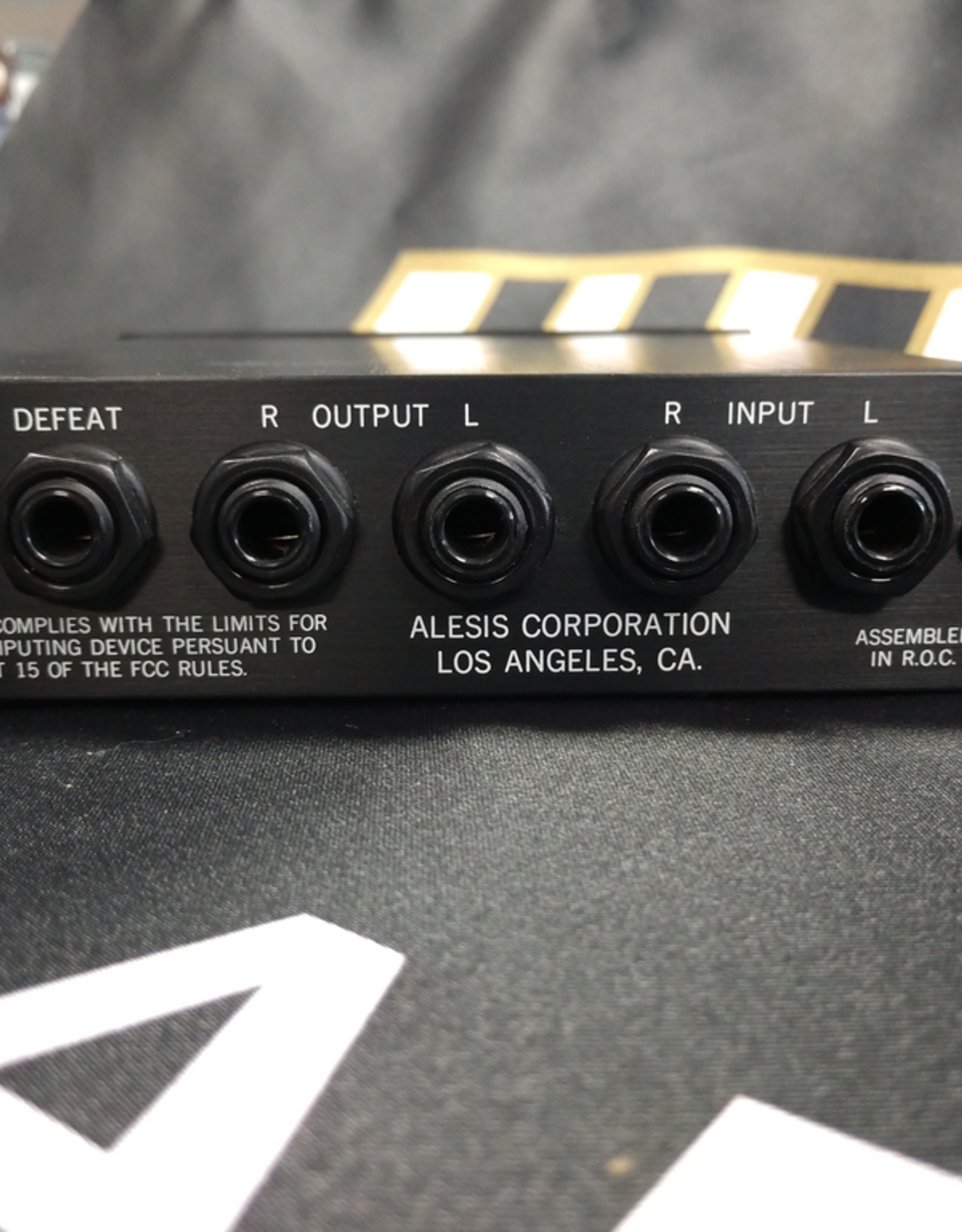 Alesis Microverb 2 - Stereo IN/OUT Reverb Unit. Two Gate Settings. Multiple Small, Medium, and Large Room Reverb Settings.
