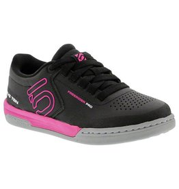 Five Ten Five Ten Freerider Pro Women's Flat Pedal Shoe: Black/Pink 6
