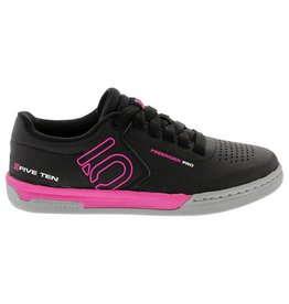 Five Ten Five Ten Freerider Pro Women's Flat Pedal Shoe: Black/Pink 9