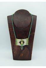 Collier d'artisane autochtone