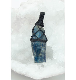 Pendentif macramé Cyanite Bleue