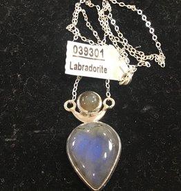 Crystal Earth Studio Chalice Labradorite Necklace