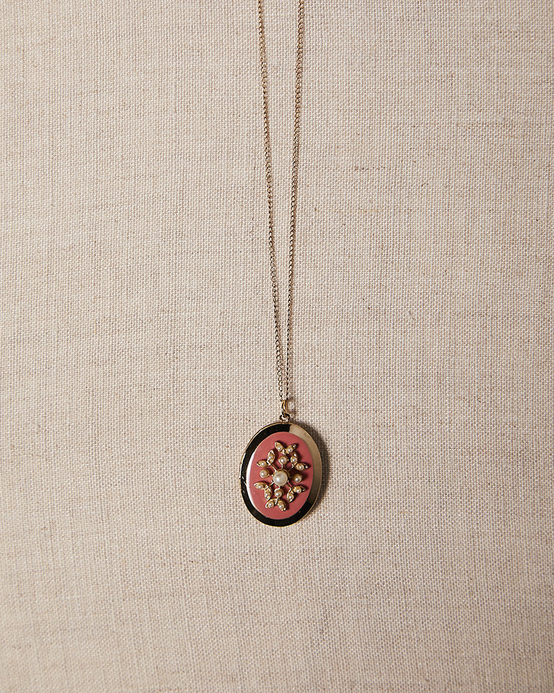 Vintage by Commerce VINTAGE PEARL SEED PINK ENAMEL LOCKET
