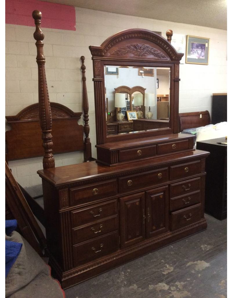 9 drawer dresser w 2 drawer mirror