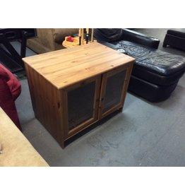 Tv stand / pine 2 door n glass