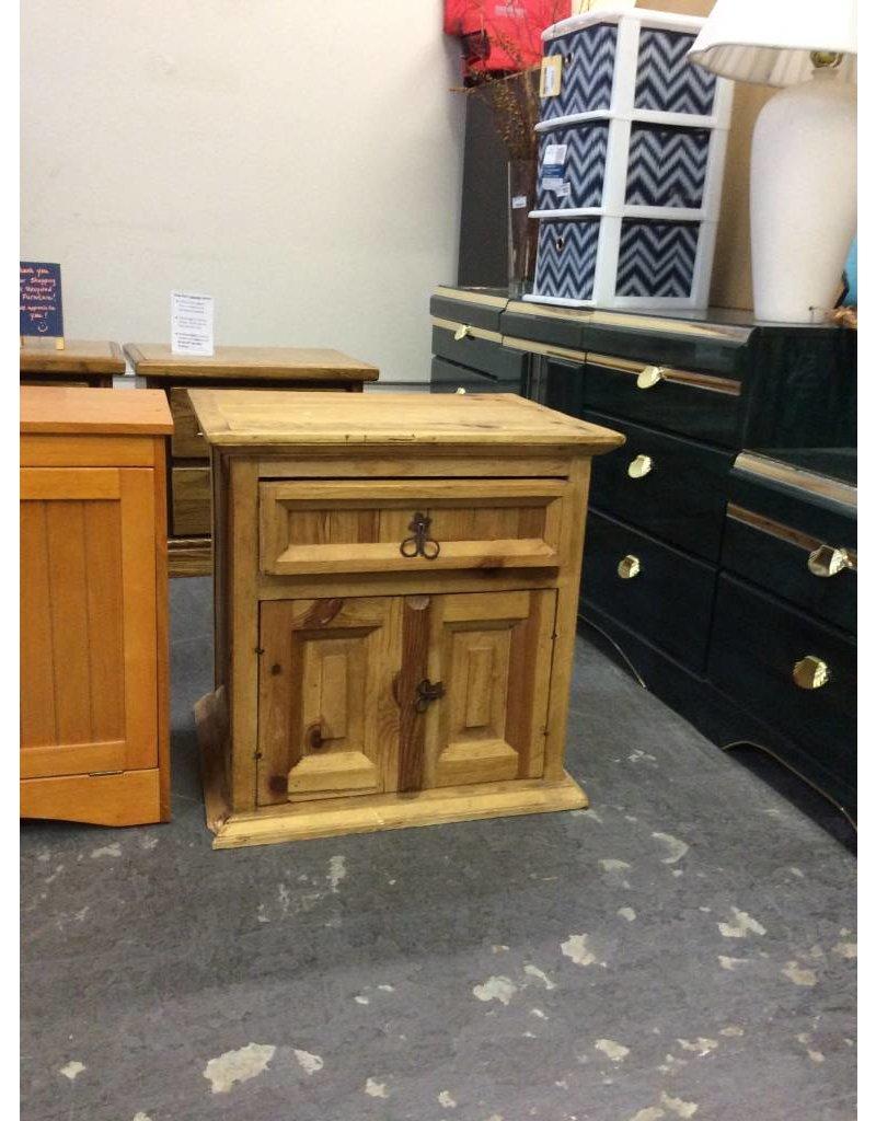 End table / pine 1 drawer, 2 door