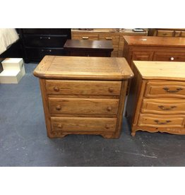 Small 3 drawer chest / oak - 6