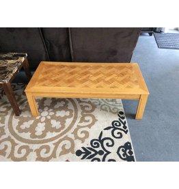 Coffee table / oak w cross pattern