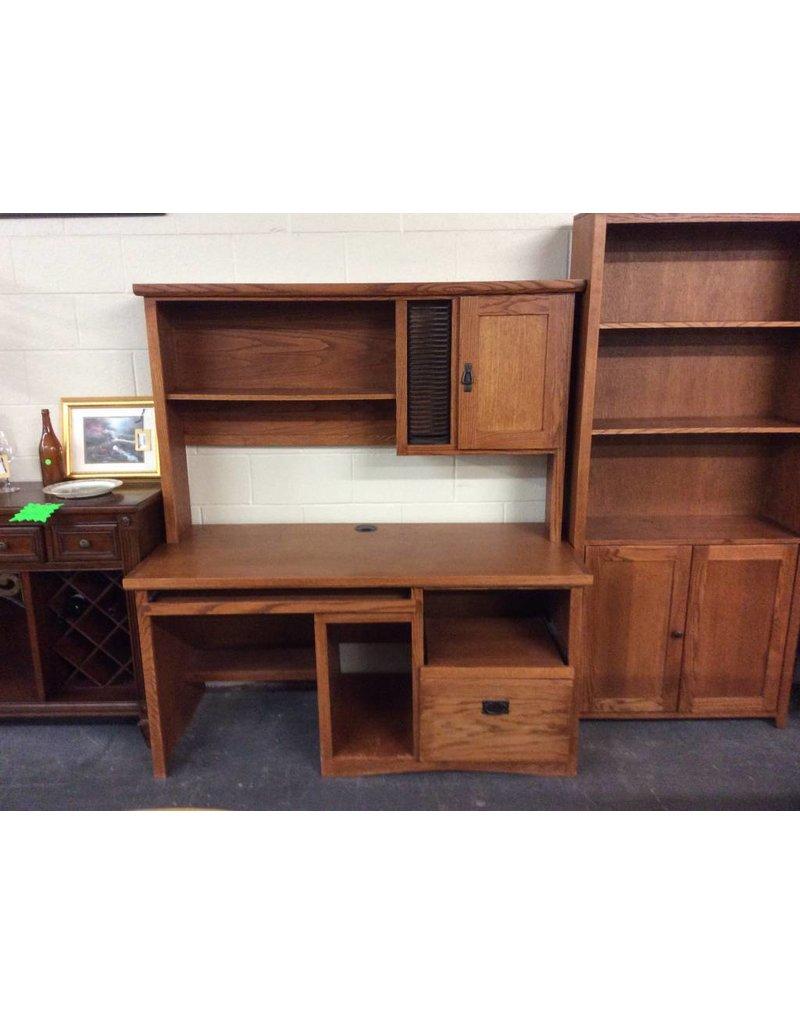Desk w hutch /  cherry n oak