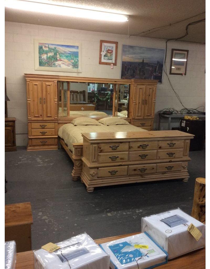 California king pier group w 9 drawer dresser