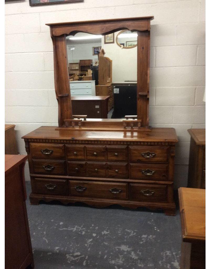 9 drawer dresser / pine w mirror - 27