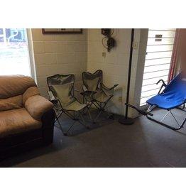 2 folding lawn chairs / green