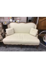 Loveseat / antique cream