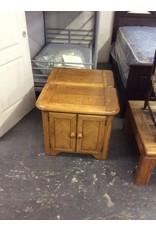 Pair nightstands / 2 doors oak