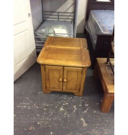 Pair nightstands / 2 doors oak