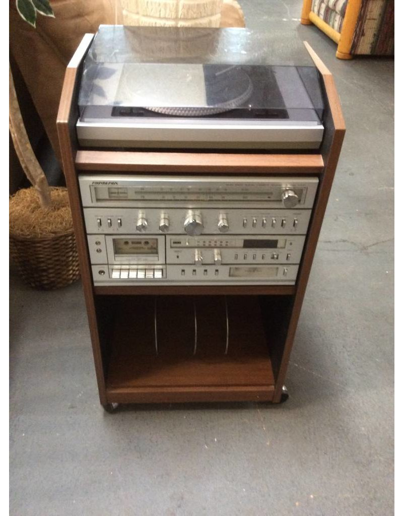 Soundesign stereo n cabinet