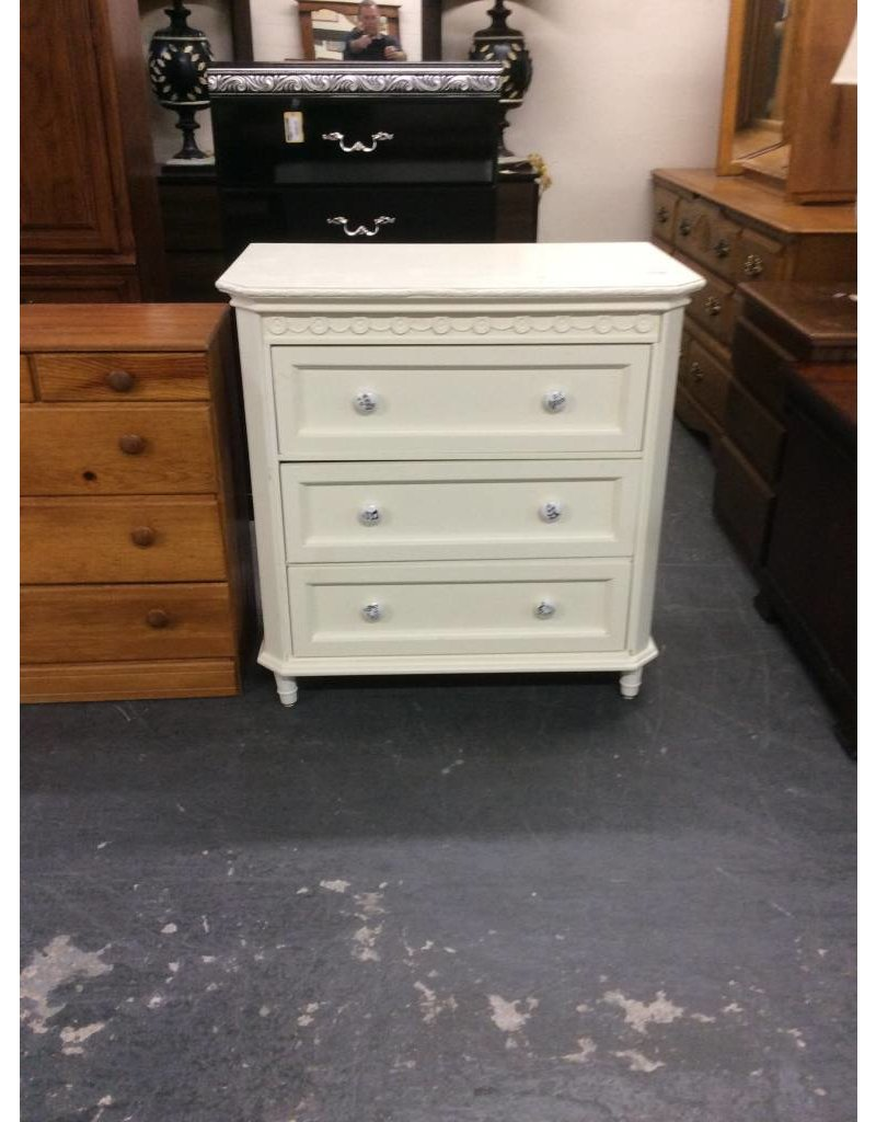 3 drawer chest / white w music