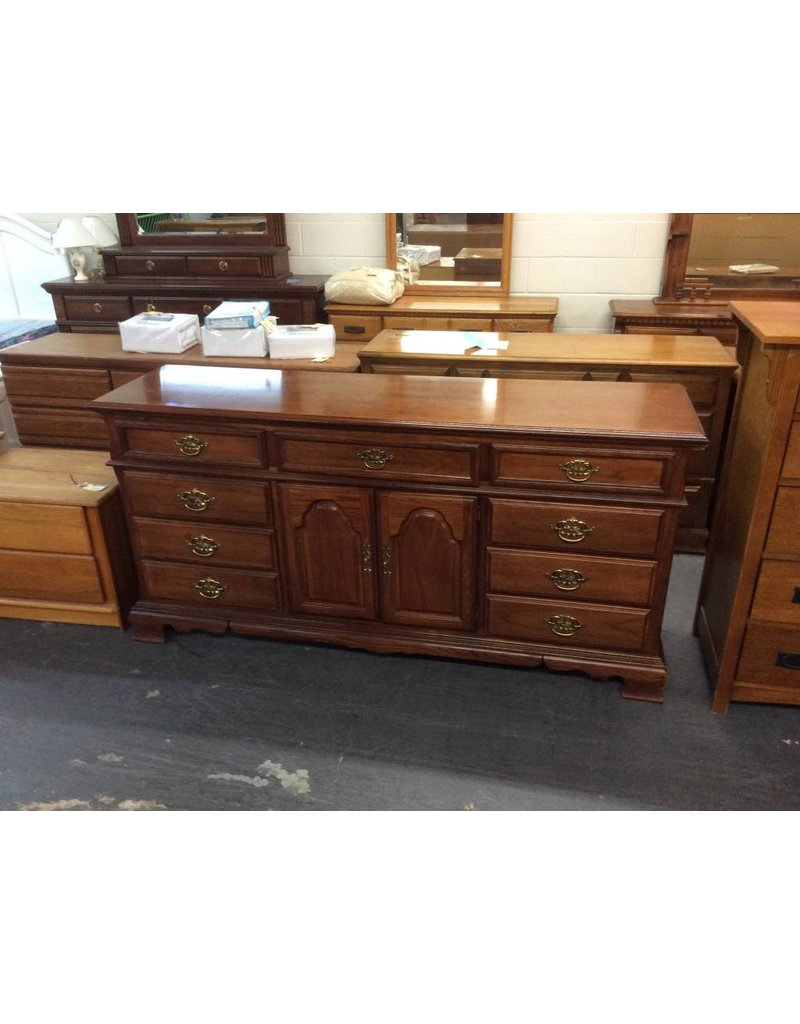 9 drawer, 2 door dresser / cherry