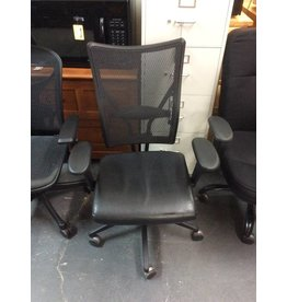 Office chair / black w mesh back / w arms