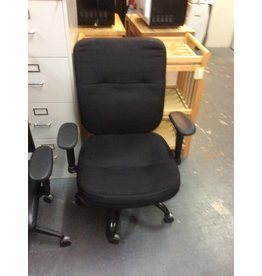 Office chair / black padded w arms