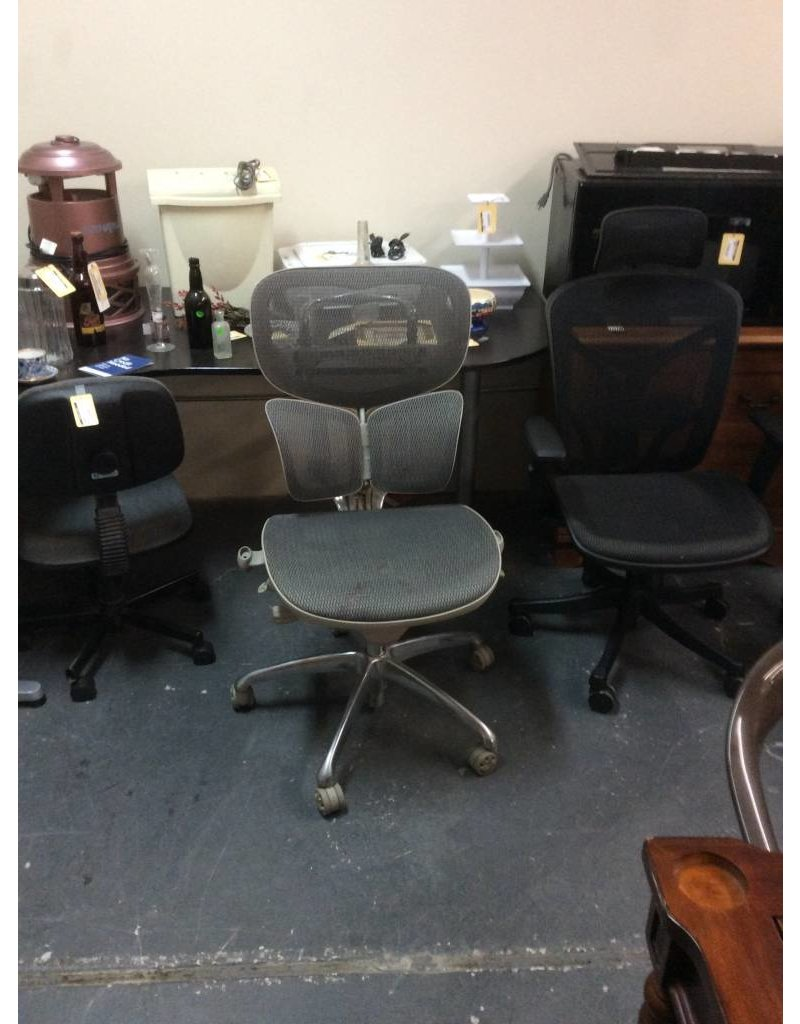 Office chair / grey mesh no arms