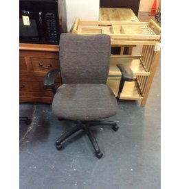Office chair / brown w arms